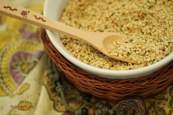 7 Reasons Hemp Seeds Are The Vegan Super-Power-Food You Should Start Eating Today