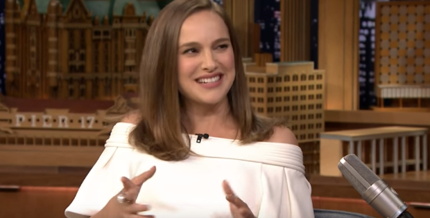 (Watch) Pregnant Vegan Star Natalie Portman Looks Absolutely Glamorous On The Red Carpet With Her Cute Belly!