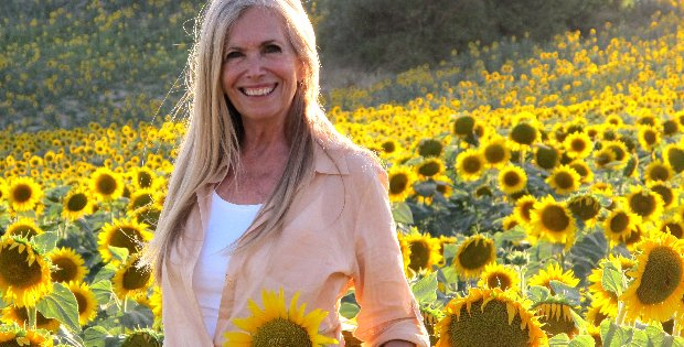 "79 Year Old ""Sexiest Vegan Ever"" Reveals Her Anti-Aging Natural Beauty Secrets!"